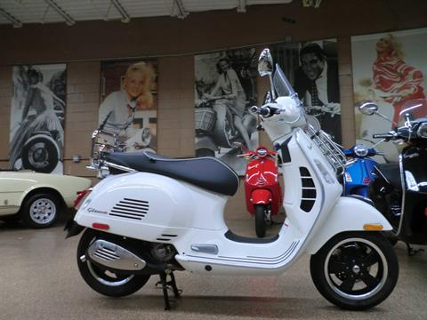 2017 Vespa GTS Super 300 in Downers Grove, Illinois - Photo 6