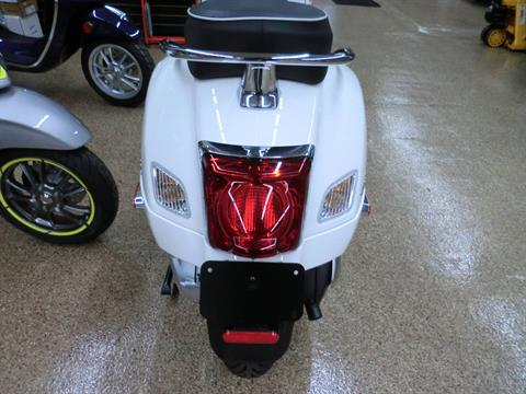 2021 Vespa GTS Super 300 HPE in Downers Grove, Illinois - Photo 5
