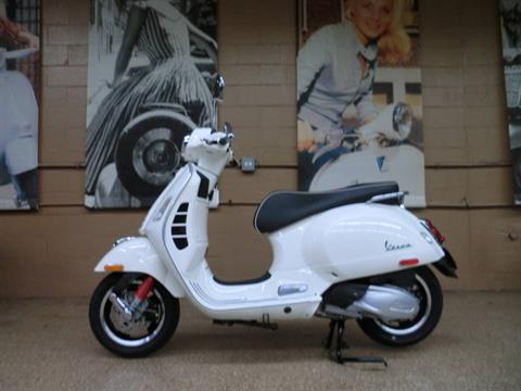 2021 Vespa GTS Super 300 HPE in Downers Grove, Illinois - Photo 4
