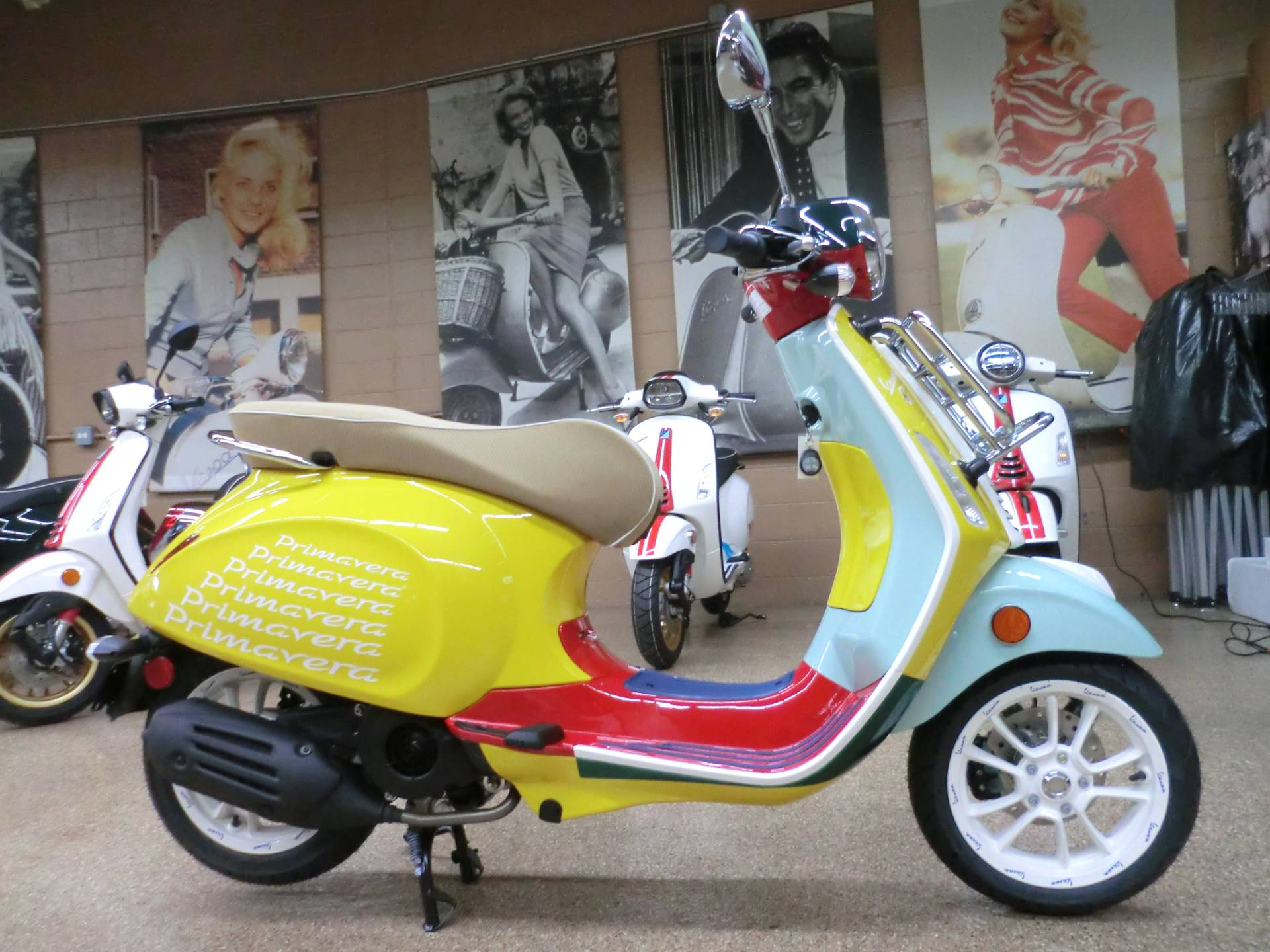 2021 Vespa Primavera Sean Wotherspoon 150 in Downers Grove, Illinois - Photo 7