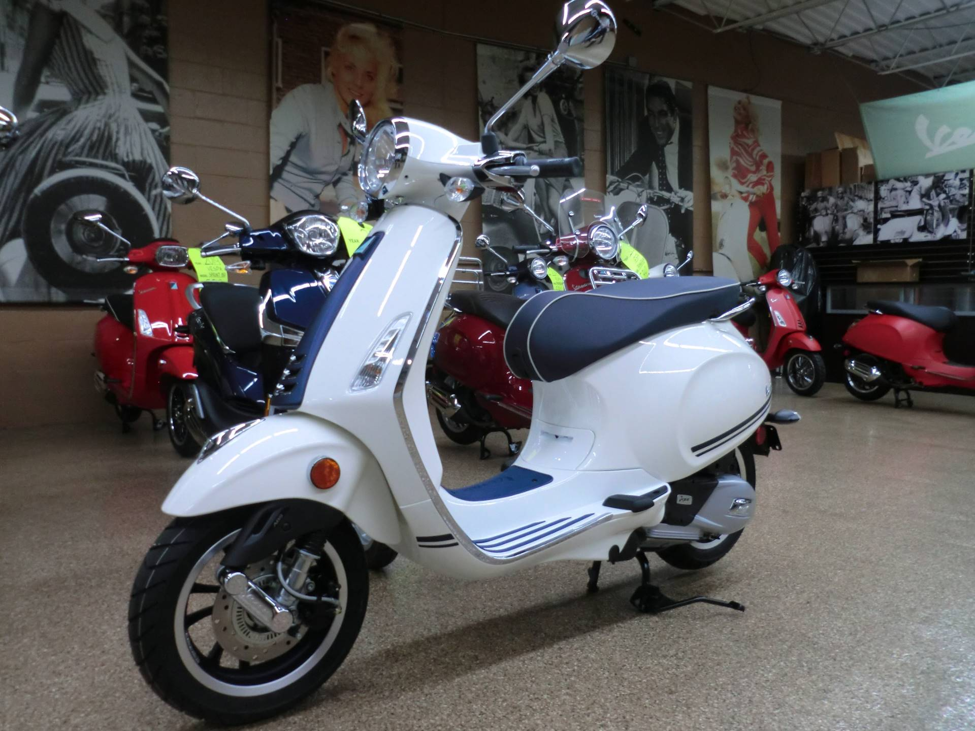 New 2019 Vespa Primavera 150 Yacht Club Scooters In Downers Grove