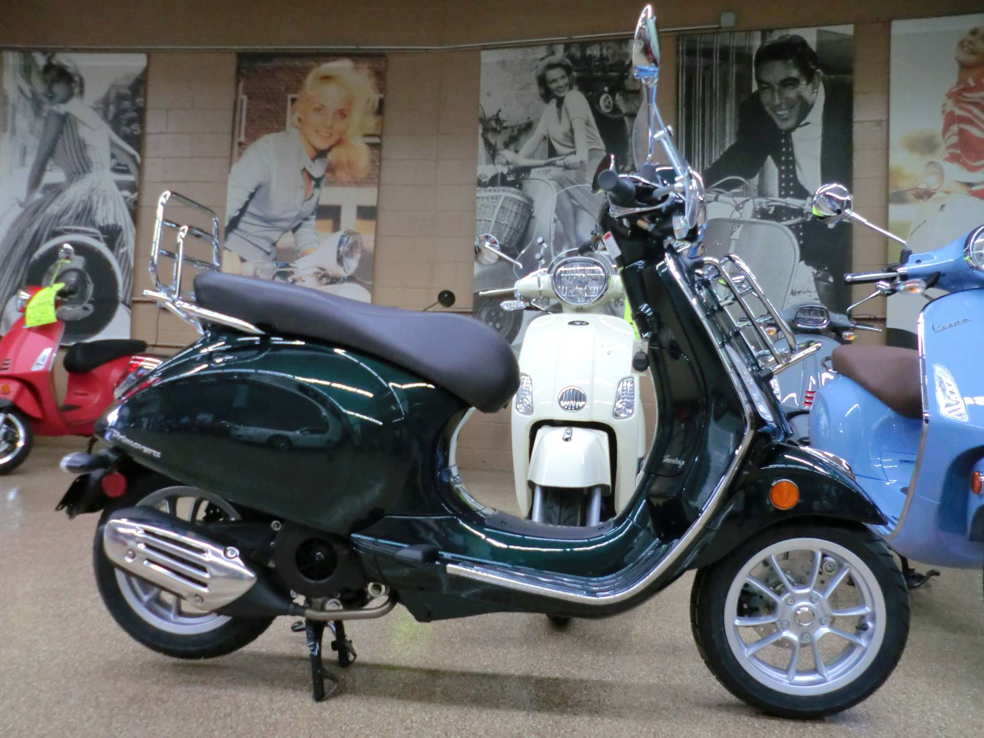 2020 Vespa Primavera Touring 150 in Downers Grove, Illinois - Photo 6
