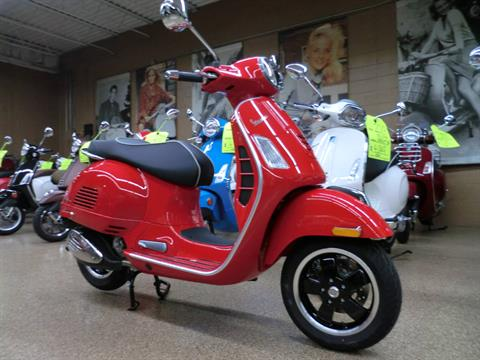 2019 Vespa GTS Super 300 in Downers Grove, Illinois