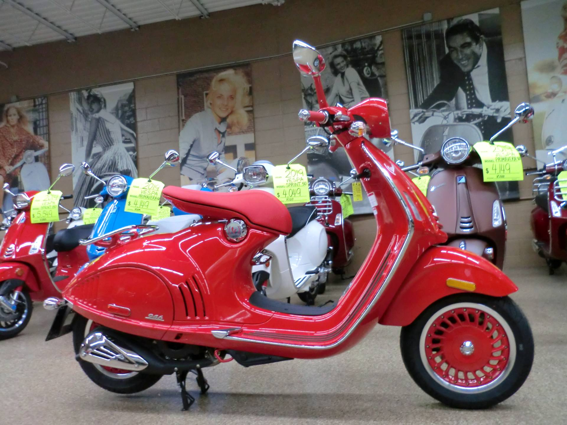 2018 Vespa 946 in Downers Grove, Illinois - Photo 7