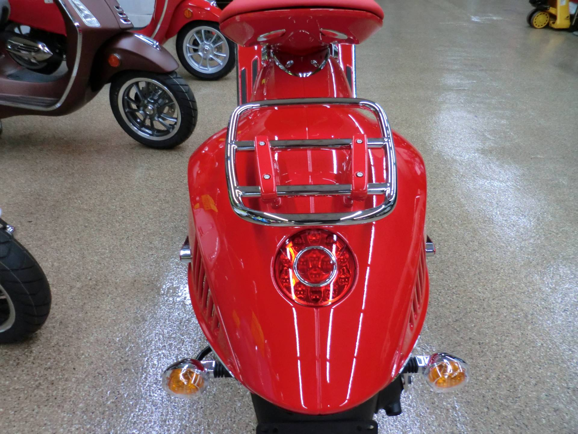 2018 Vespa 946 in Downers Grove, Illinois - Photo 6