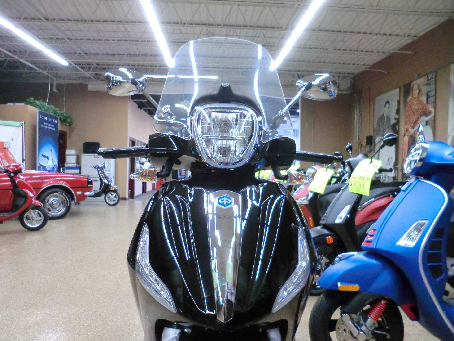 2019 Piaggio BV 350 ABS in Downers Grove, Illinois - Photo 2