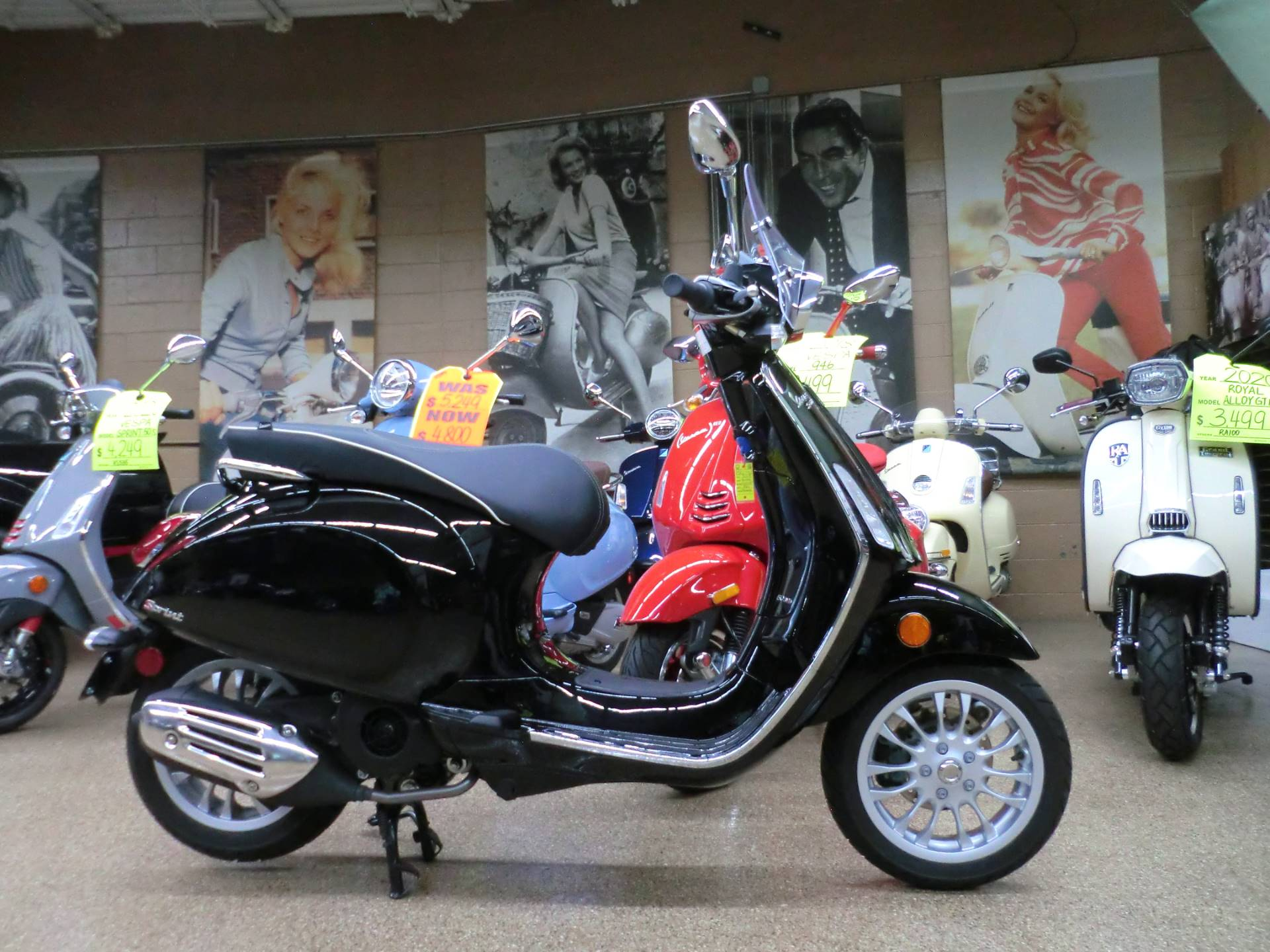 2017 Vespa Sprint 150 in Downers Grove, Illinois - Photo 6