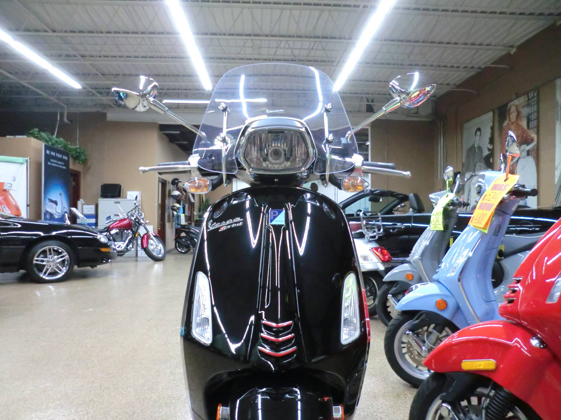 2017 Vespa Sprint 150 in Downers Grove, Illinois - Photo 2