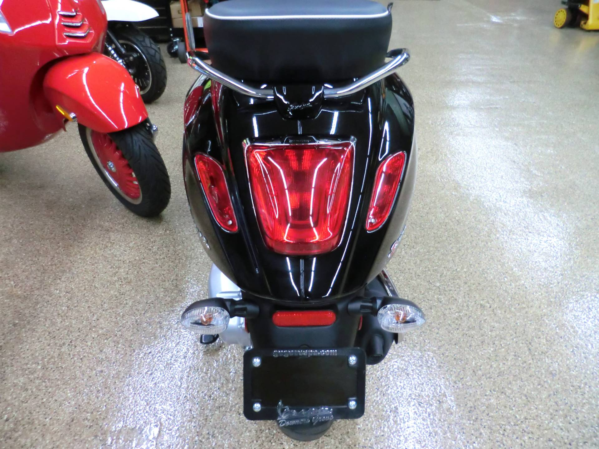 2017 Vespa Sprint 150 in Downers Grove, Illinois - Photo 5