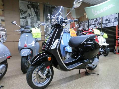 2017 Vespa Sprint 150 in Downers Grove, Illinois - Photo 3