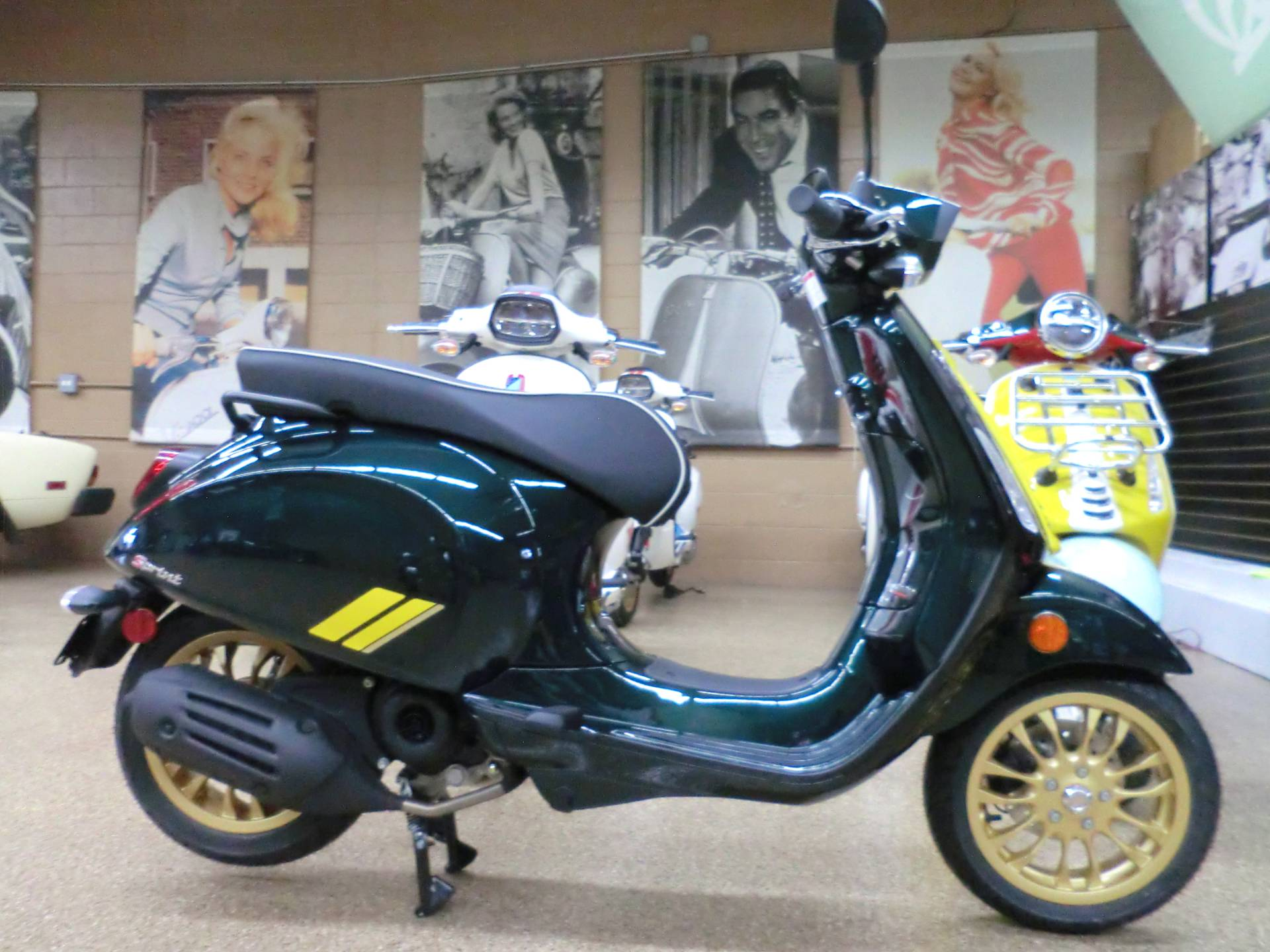 2021 Vespa Sprint Racing Sixties 50 in Downers Grove, Illinois - Photo 6