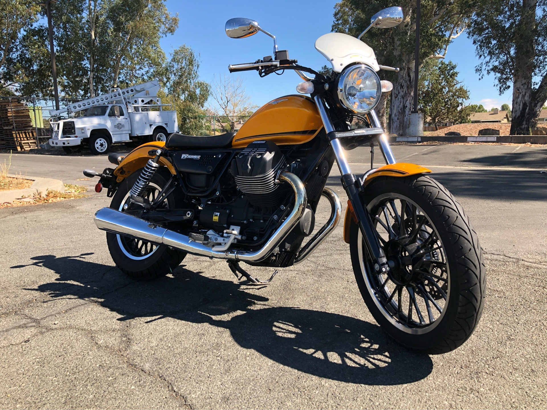 2017 Moto Guzzi V9 Roamer in Vacaville, California - Photo 2