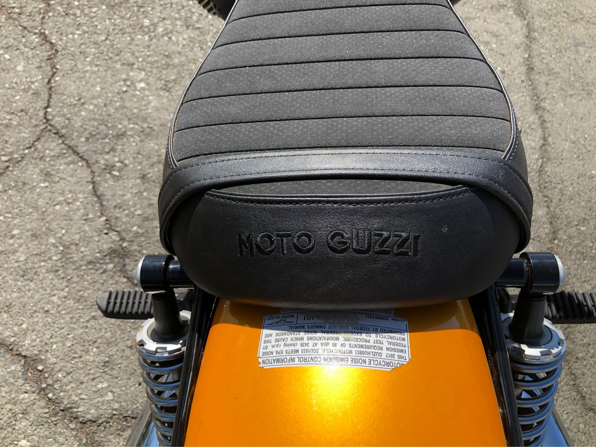 2017 Moto Guzzi V9 Roamer in Vacaville, California - Photo 6