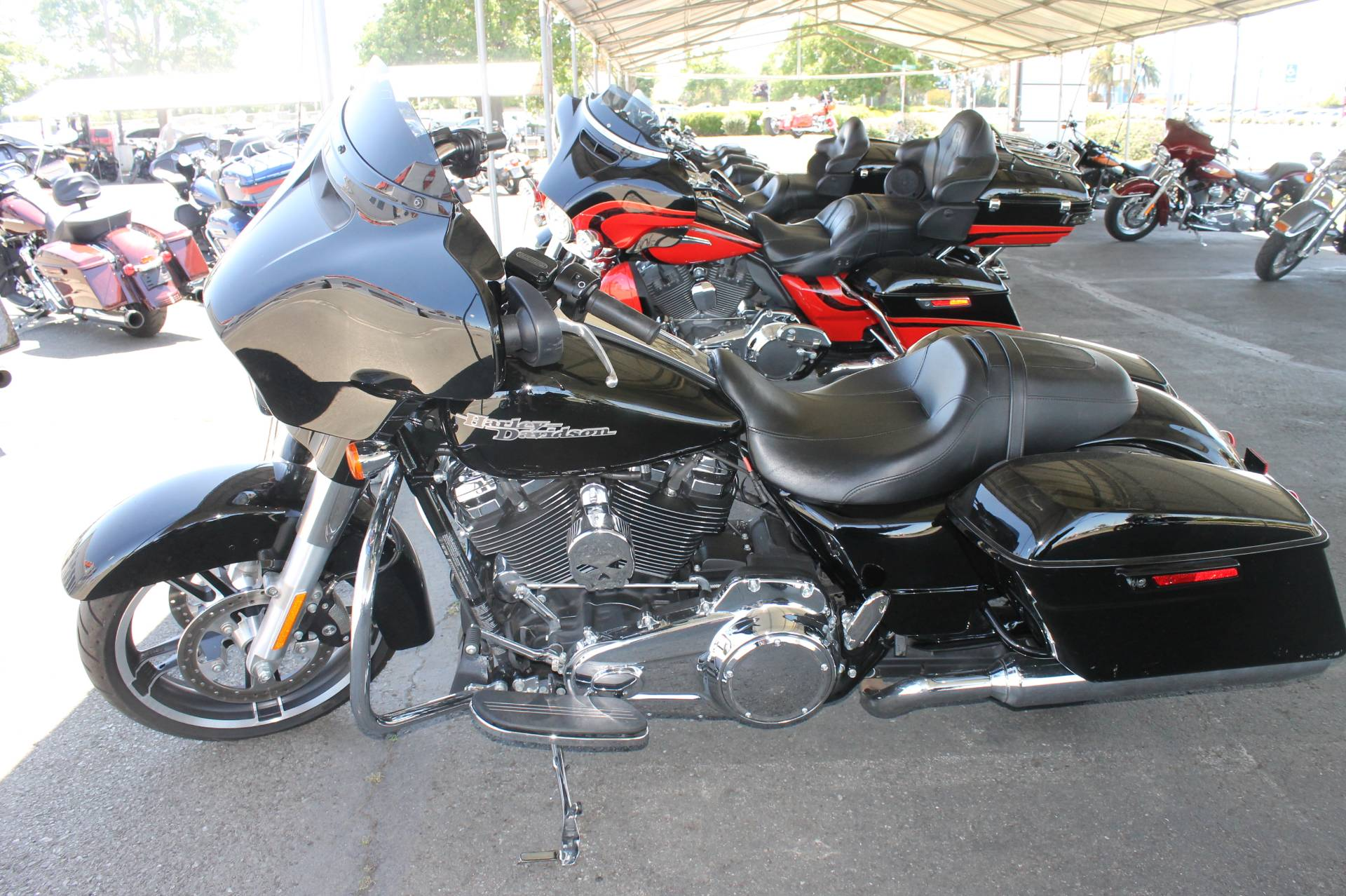 2017 Harley-Davidson Street Glide® Special in Vacaville, California - Photo 4