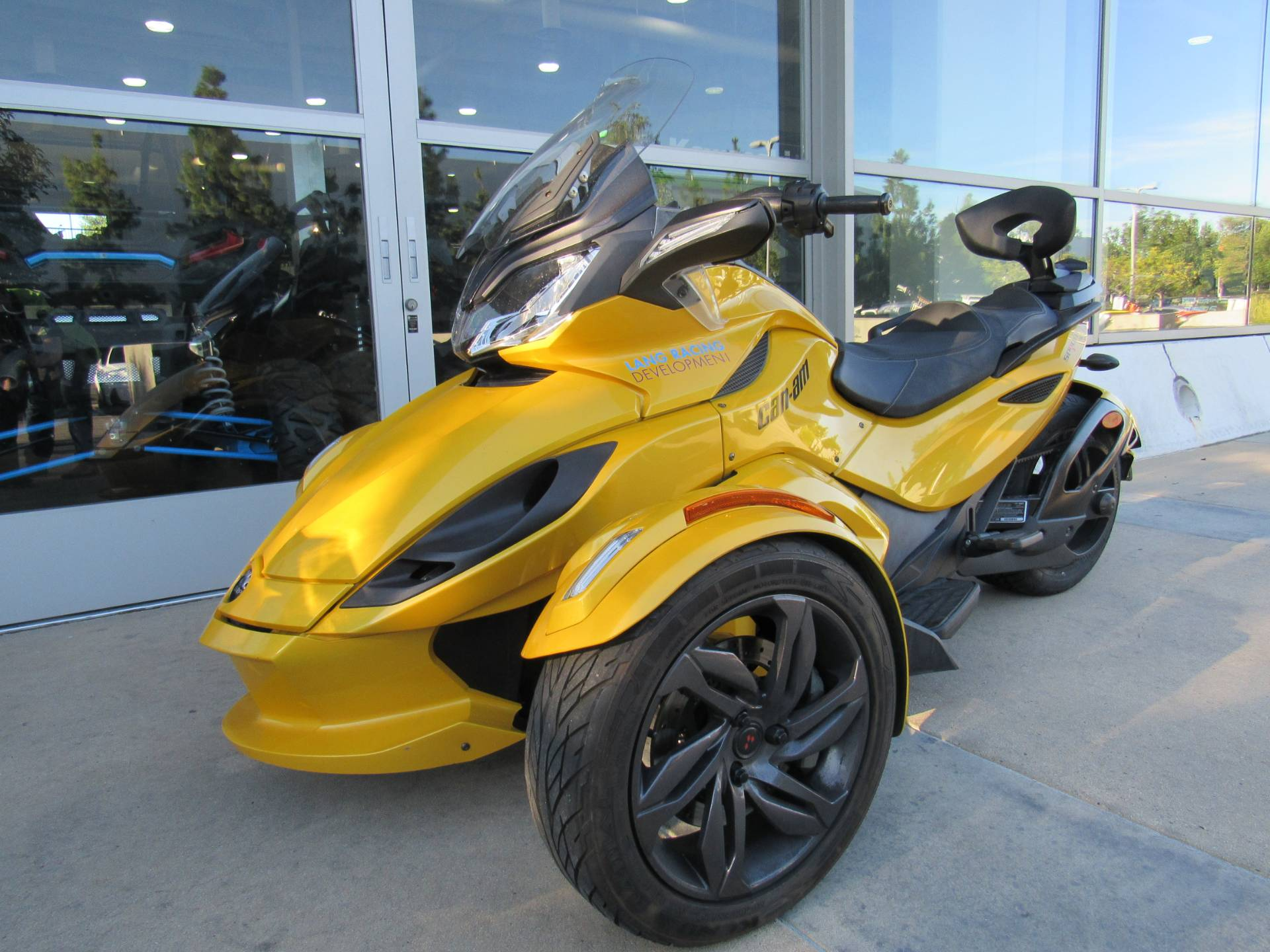 2013 Can-Am™ Spyder ST-S SE5 1