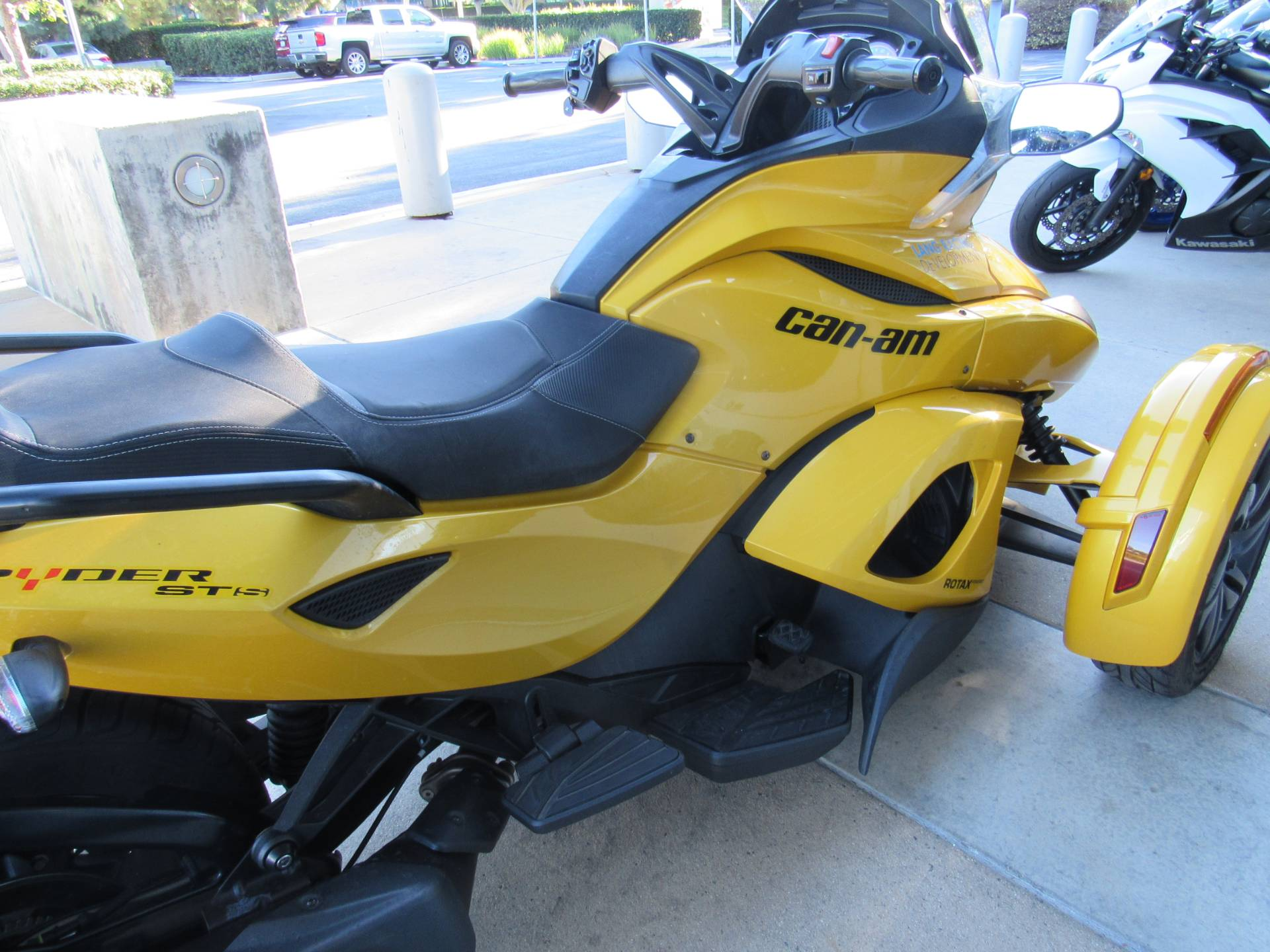 2013 Can-Am™ Spyder ST-S SE5 4