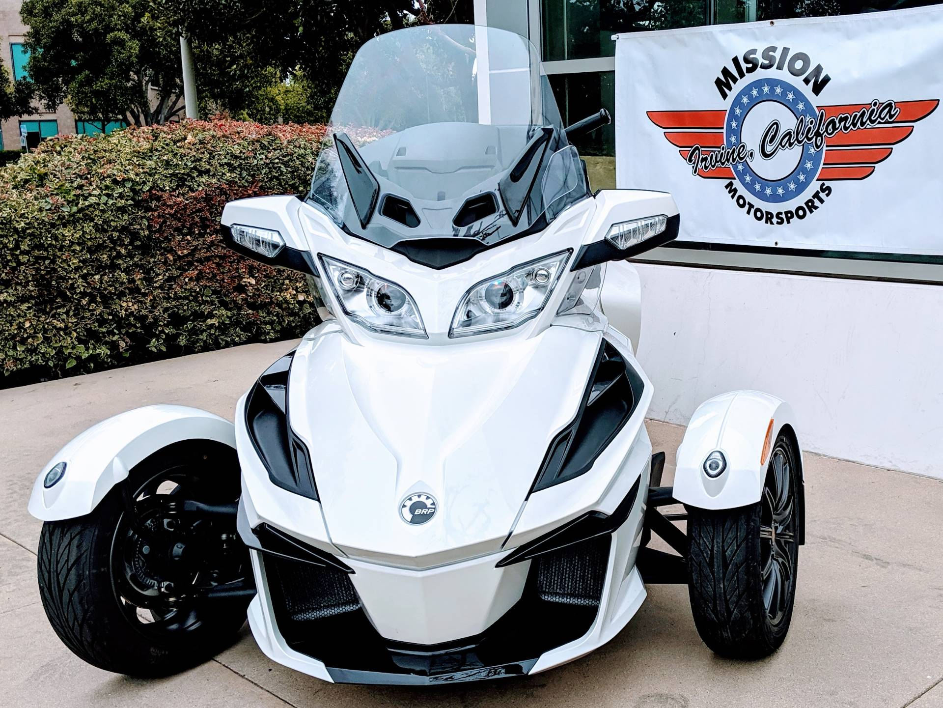 2018 Can-Am Spyder RT SE6 in Irvine, California - Photo 2