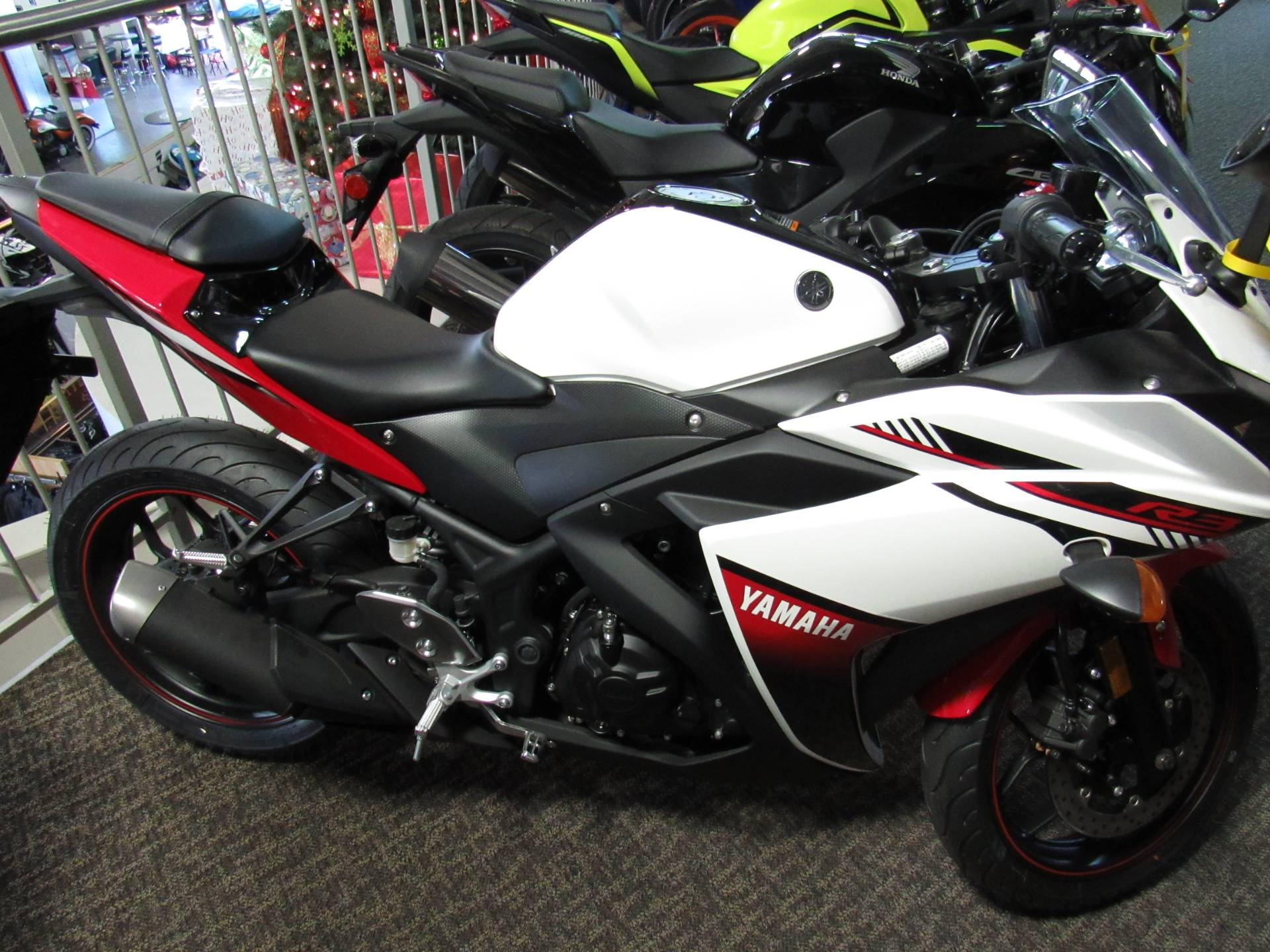 2016 yamaha yzf r3 for sale irvine ca 6127. Black Bedroom Furniture Sets. Home Design Ideas