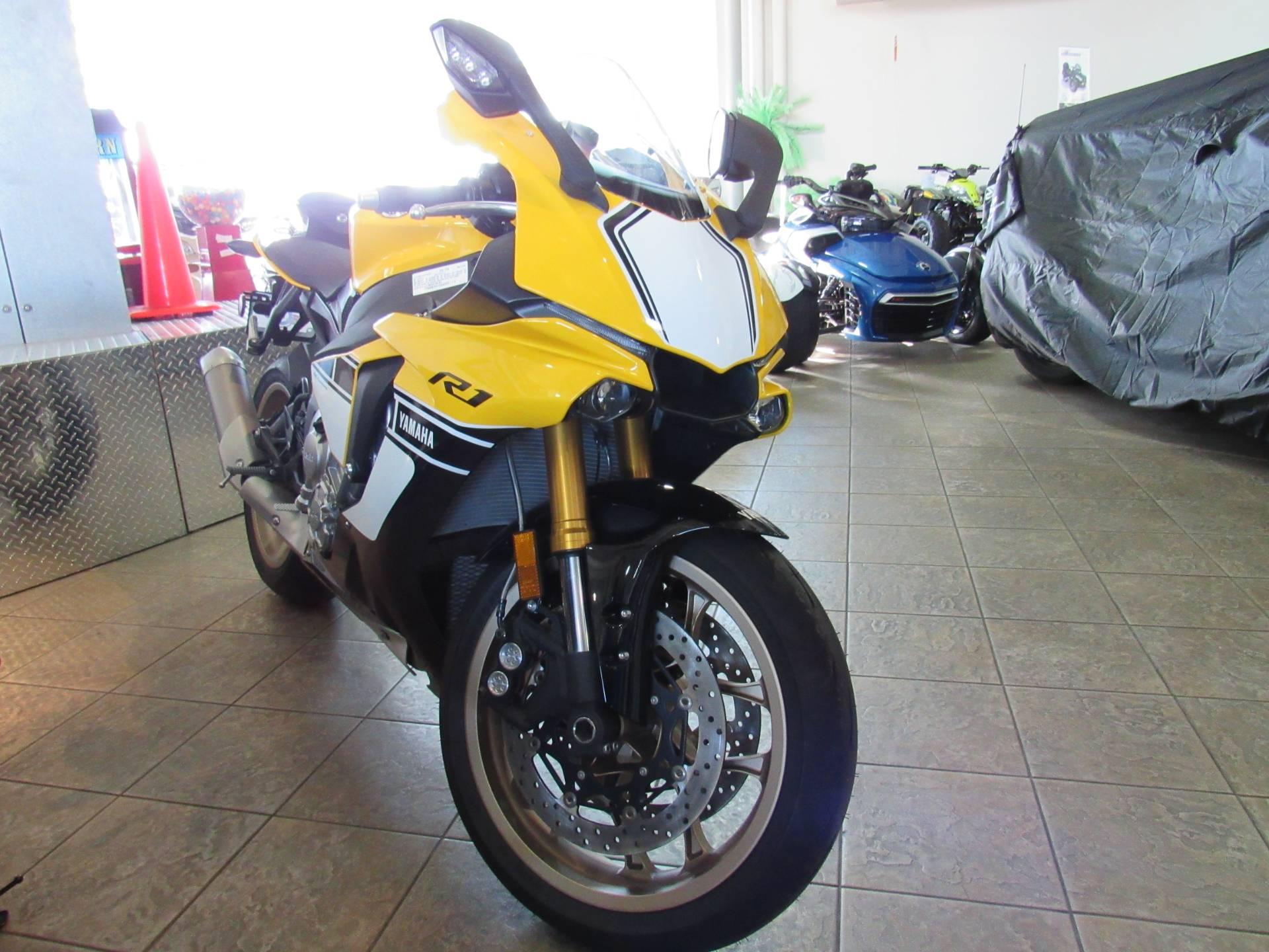 2016 Yamaha YZF-R1 4