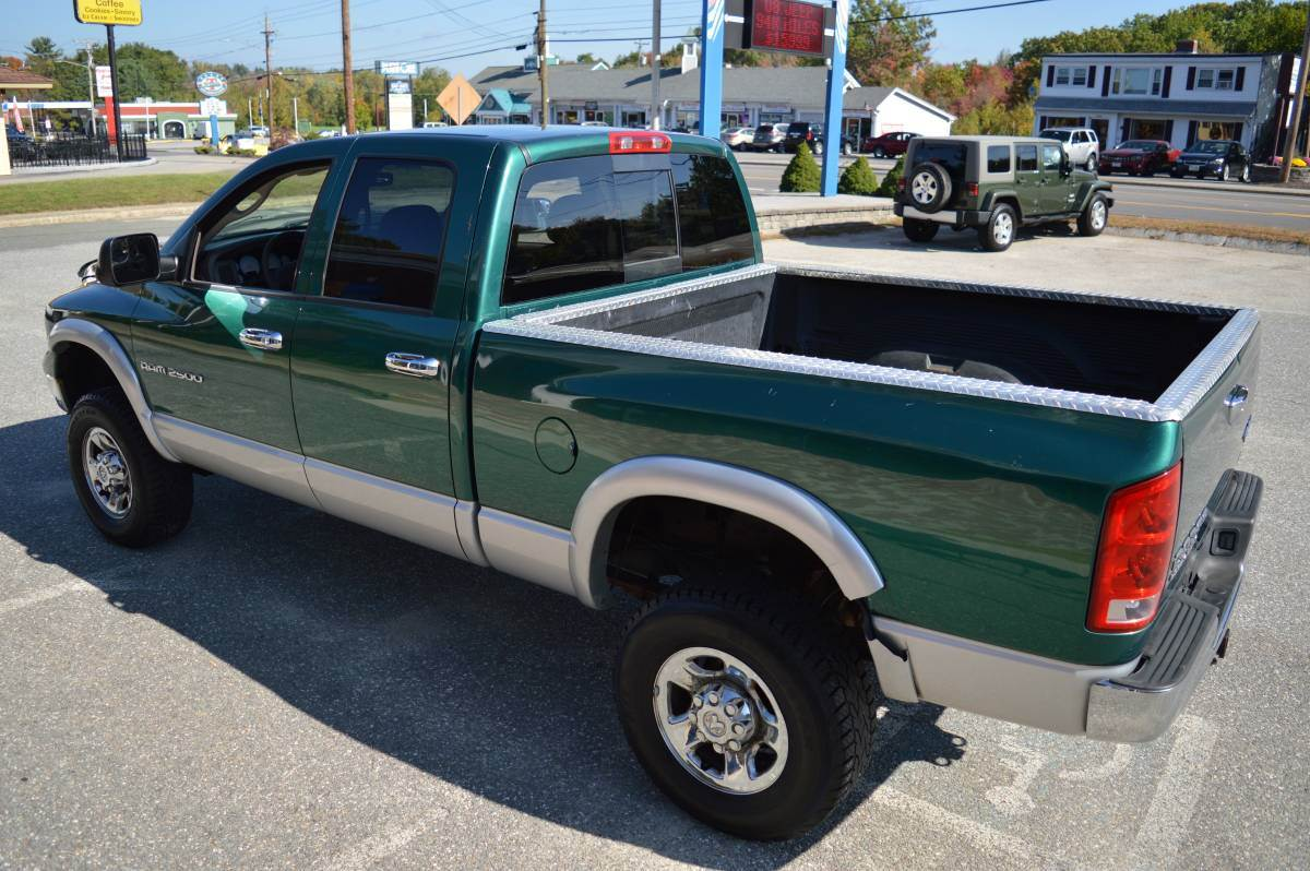 2003 Dodge RAM 2500 SLT QUAD CAB 4X4 5.7 HEMI in Derry, New Hampshire