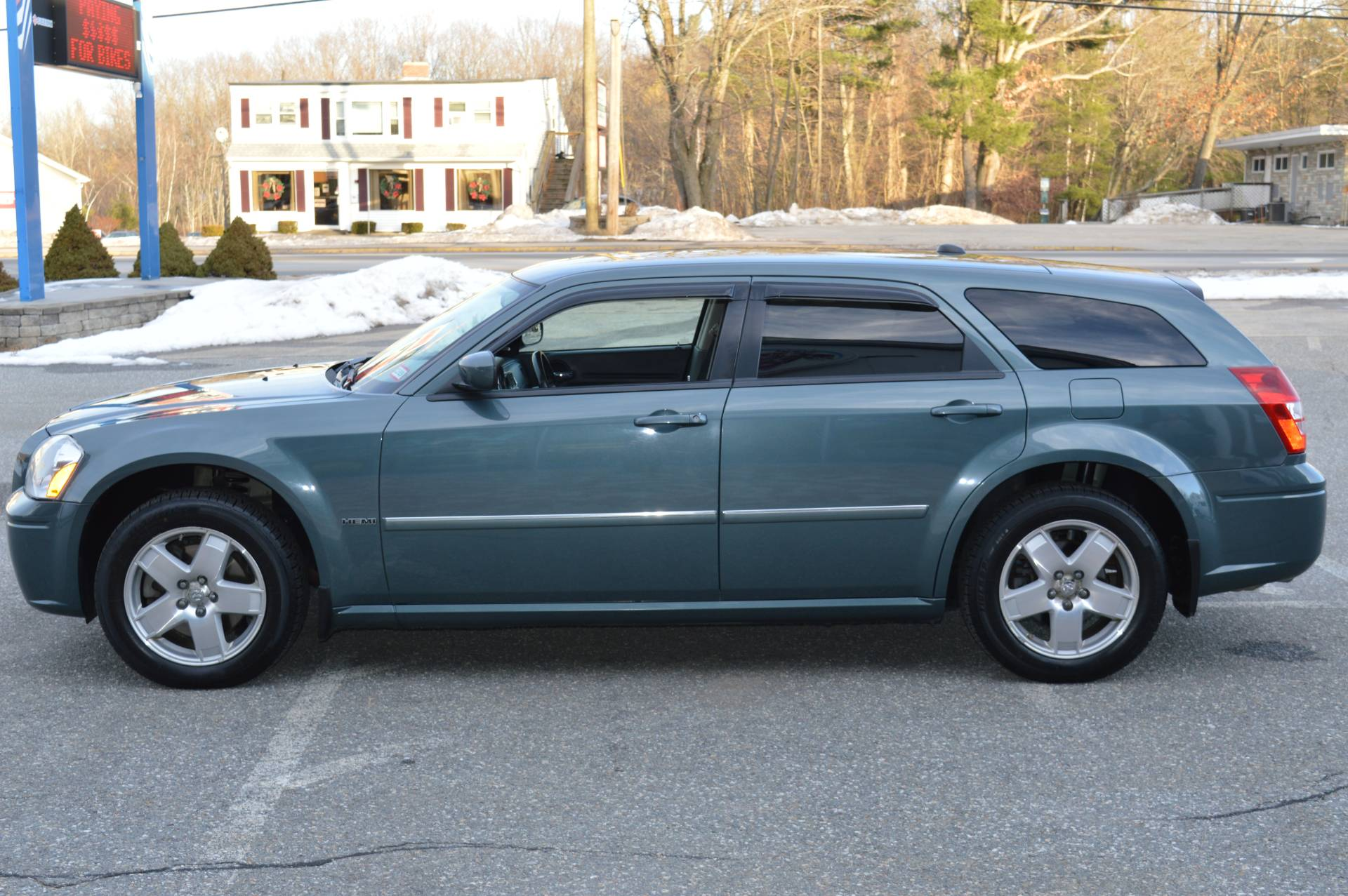 2006 Dodge MAGNUM R/T AWD in Derry, New Hampshire - Photo 1