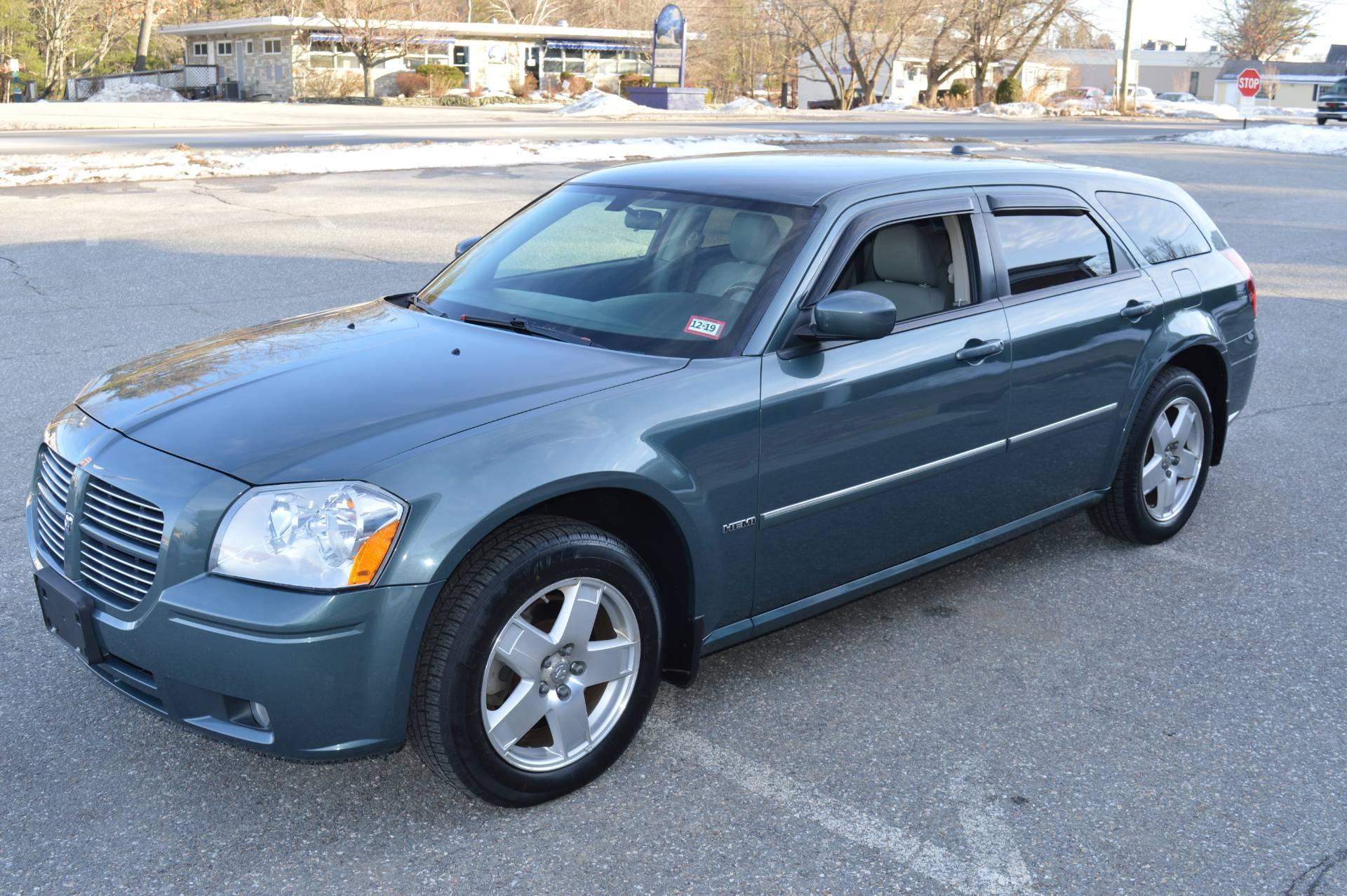 2006 Dodge MAGNUM R/T AWD in Derry, New Hampshire - Photo 2