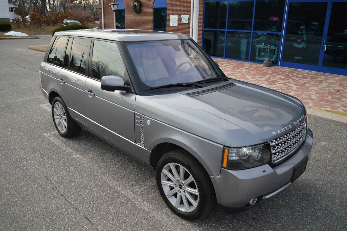2012 LAND ROVER RANGE ROVER SUPERCHARGED in Derry, New Hampshire - Photo 2