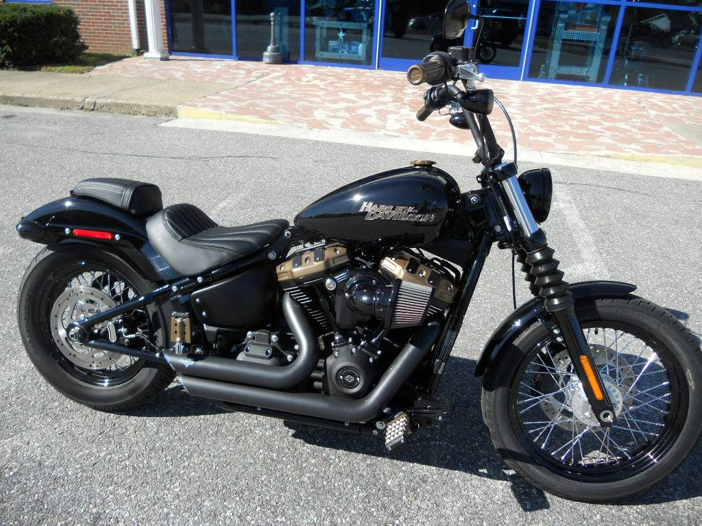 2019 Harley-Davidson Street Bob® in Derry, New Hampshire - Photo 2