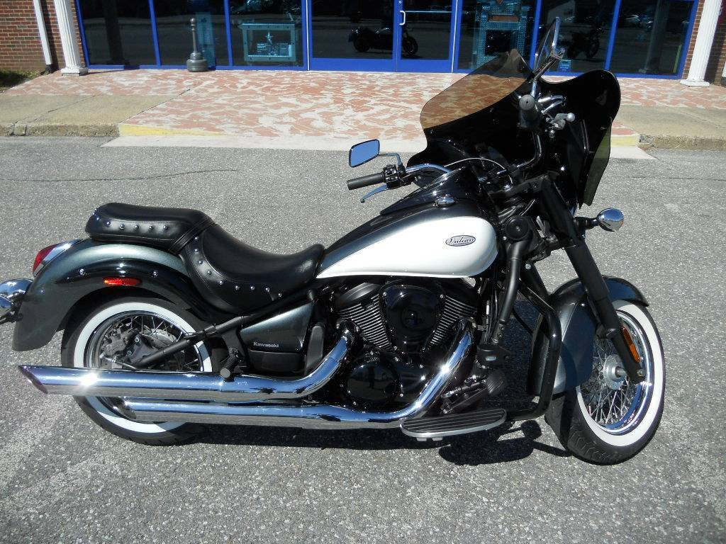 2012 Kawasaki Vulcan® 900 Classic in Derry, New Hampshire - Photo 2