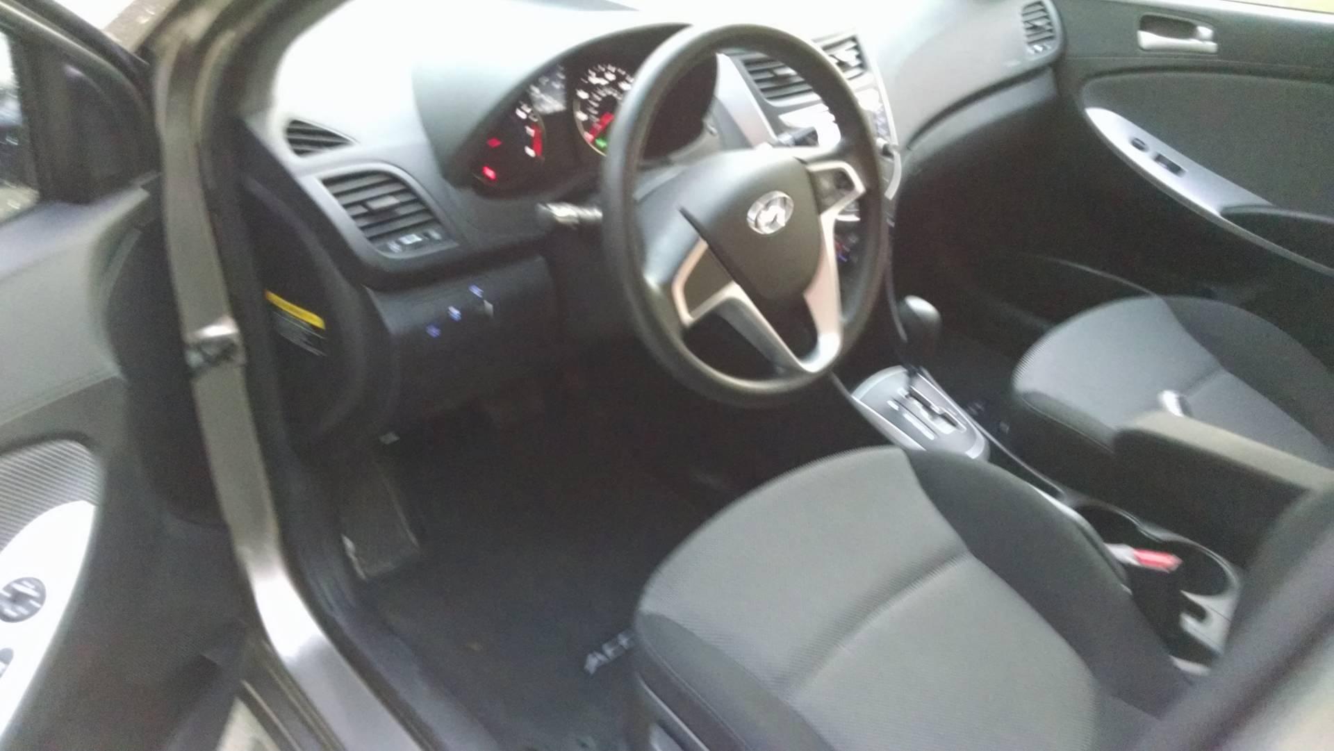 2012  Accent GLS Hatchback 7