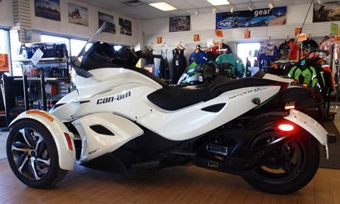 2014 Can-Am Spyder® ST-S SE5 in Barrington, New Hampshire