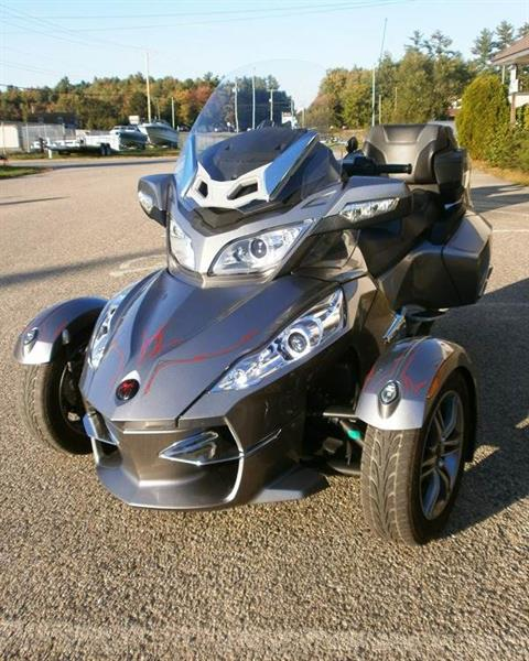 2012 Can-Am Spyder® RT-S SE5 in Barrington, New Hampshire