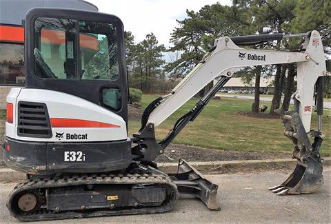 2016 Bobcat E32I in Maspeth, New York