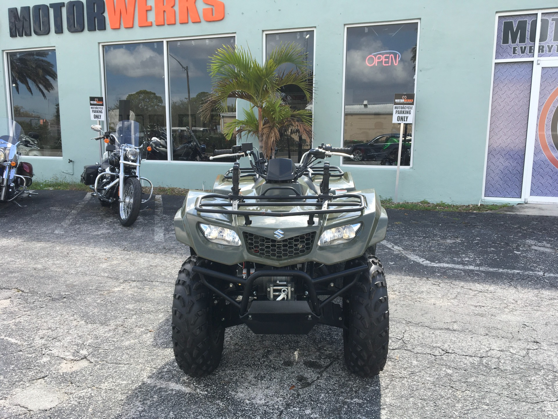 2017 SUZUKI  KINGQUAD in Cocoa, Florida - Photo 2