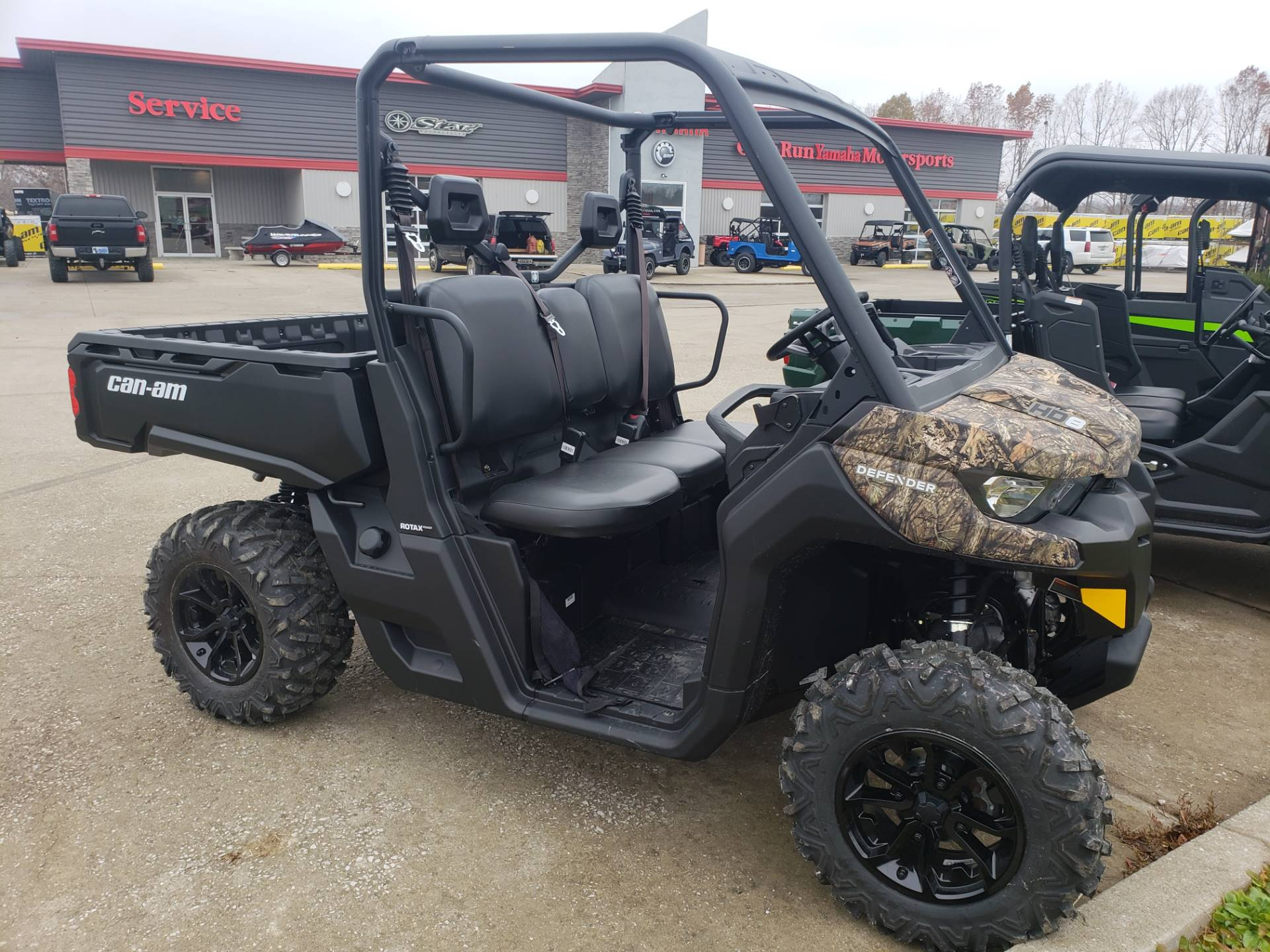 2018 Can-Am� Defender DPS HD8 1