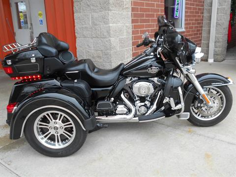 2010 Harley-Davidson Tri Glide™ Ultra Classic® in Mauston, Wisconsin - Photo 2