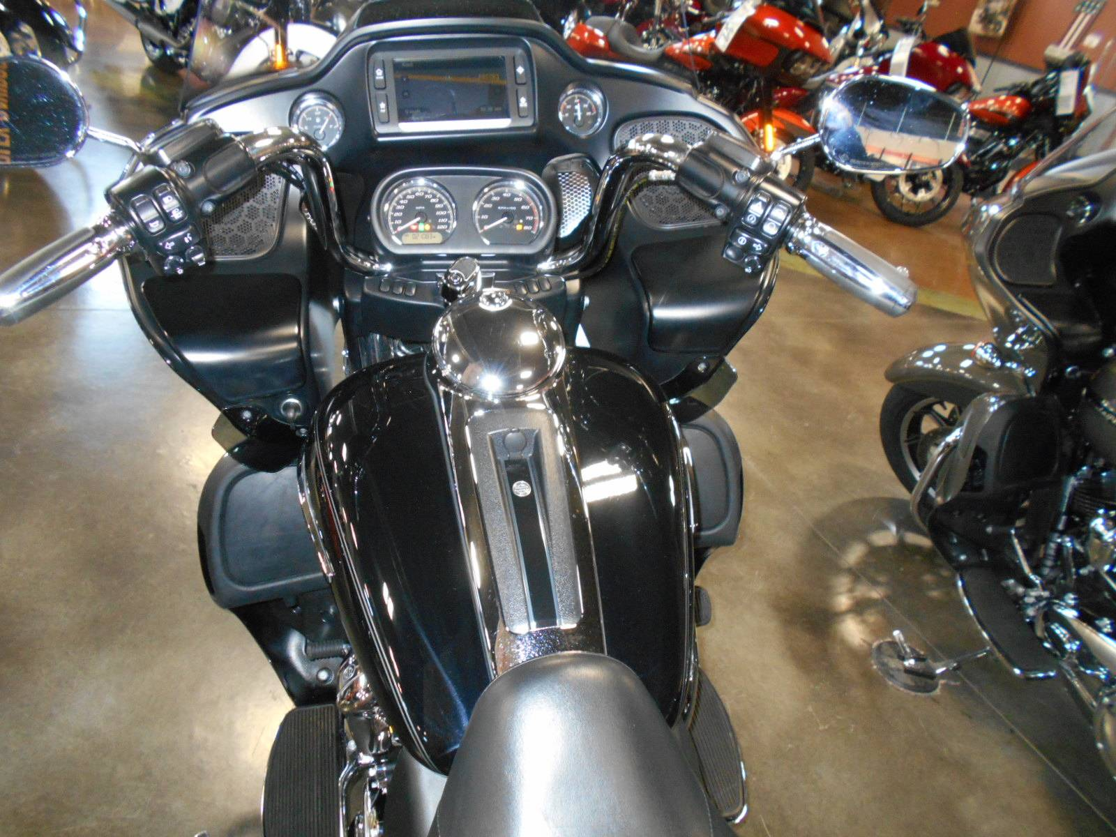 2017 Harley-Davidson Road Glide® Ultra in Mauston, Wisconsin - Photo 7
