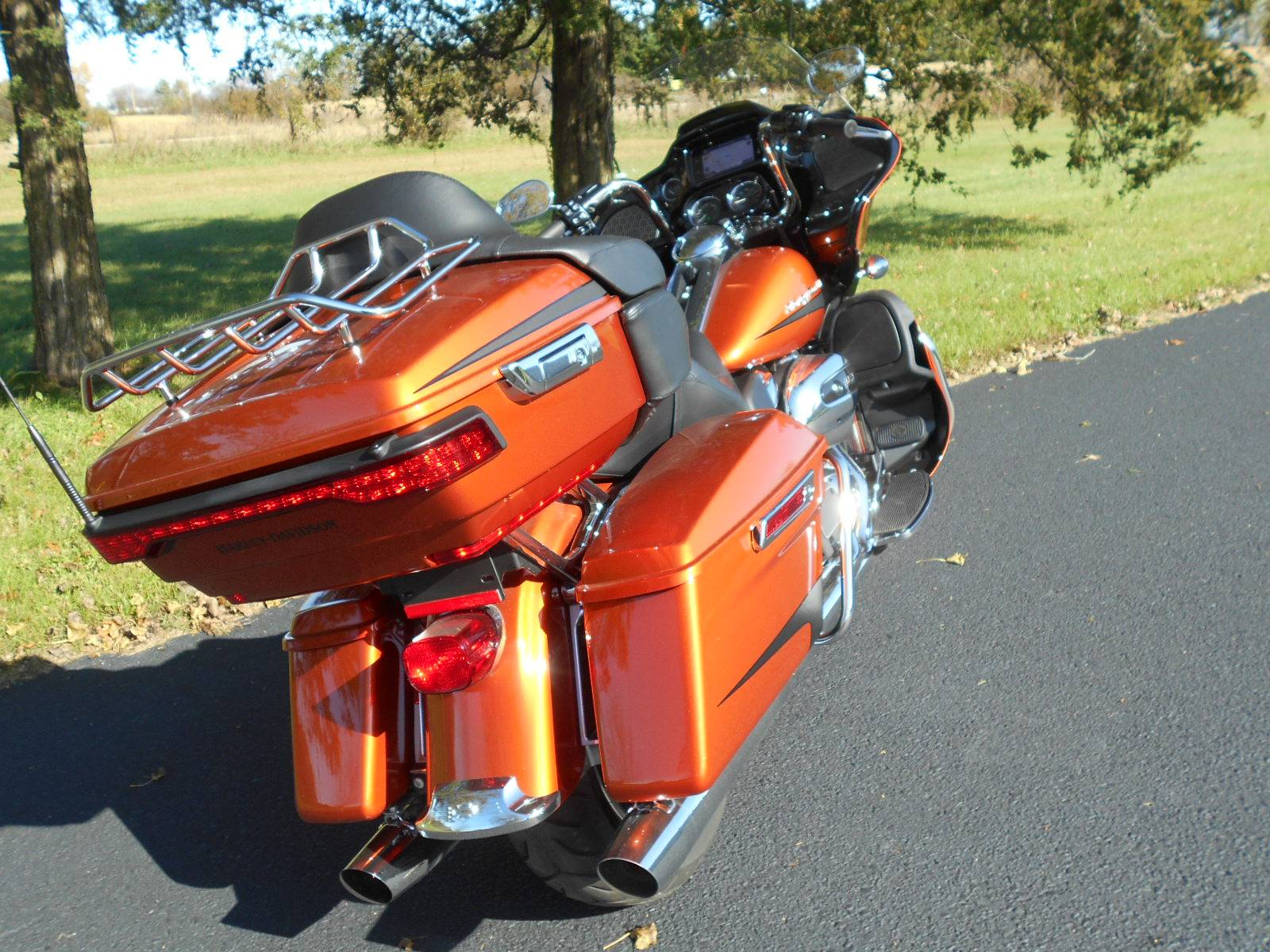 2019 Harley-Davidson Road Glide® Ultra in Mauston, Wisconsin - Photo 8
