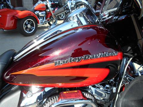 2017 Harley-Davidson CVO™ Limited in Mauston, Wisconsin - Photo 2