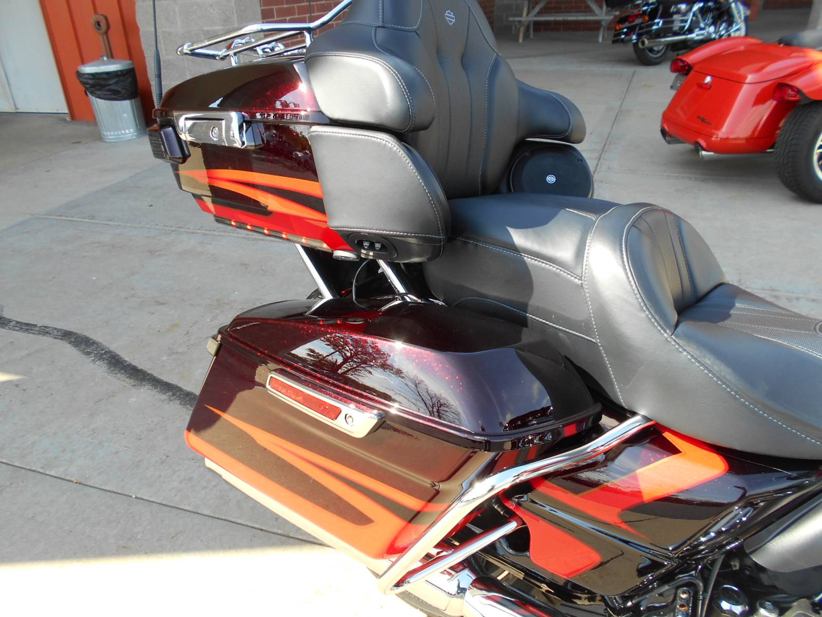 2017 Harley-Davidson CVO™ Limited in Mauston, Wisconsin - Photo 6