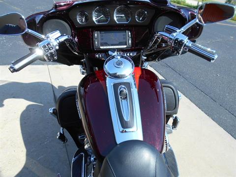 2017 Harley-Davidson CVO™ Limited in Mauston, Wisconsin - Photo 9