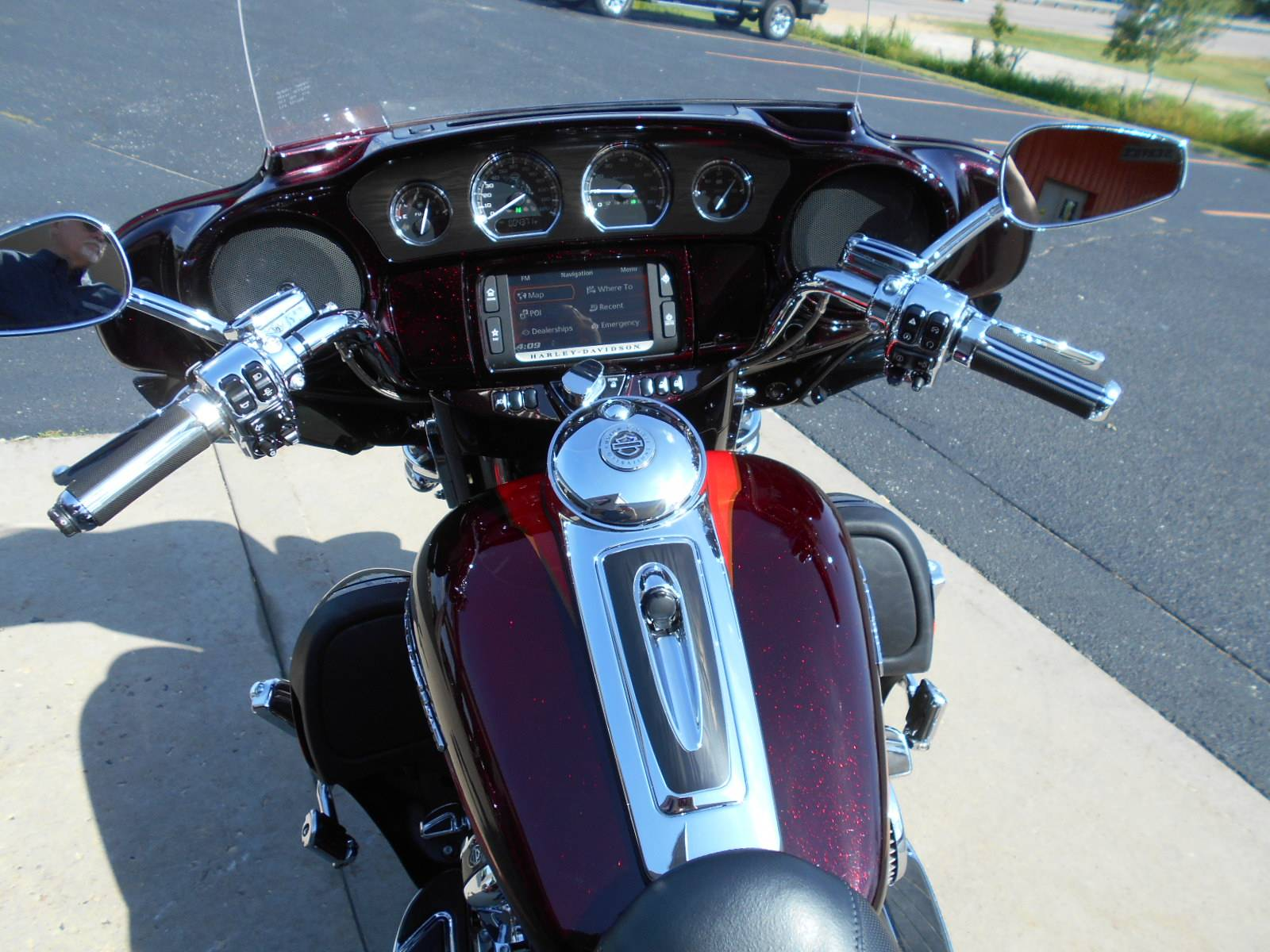 2017 Harley-Davidson CVO™ Limited in Mauston, Wisconsin - Photo 10