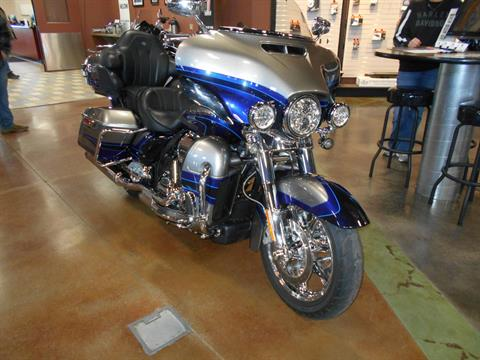 2017 Harley-Davidson CVO™ Limited in Mauston, Wisconsin - Photo 4