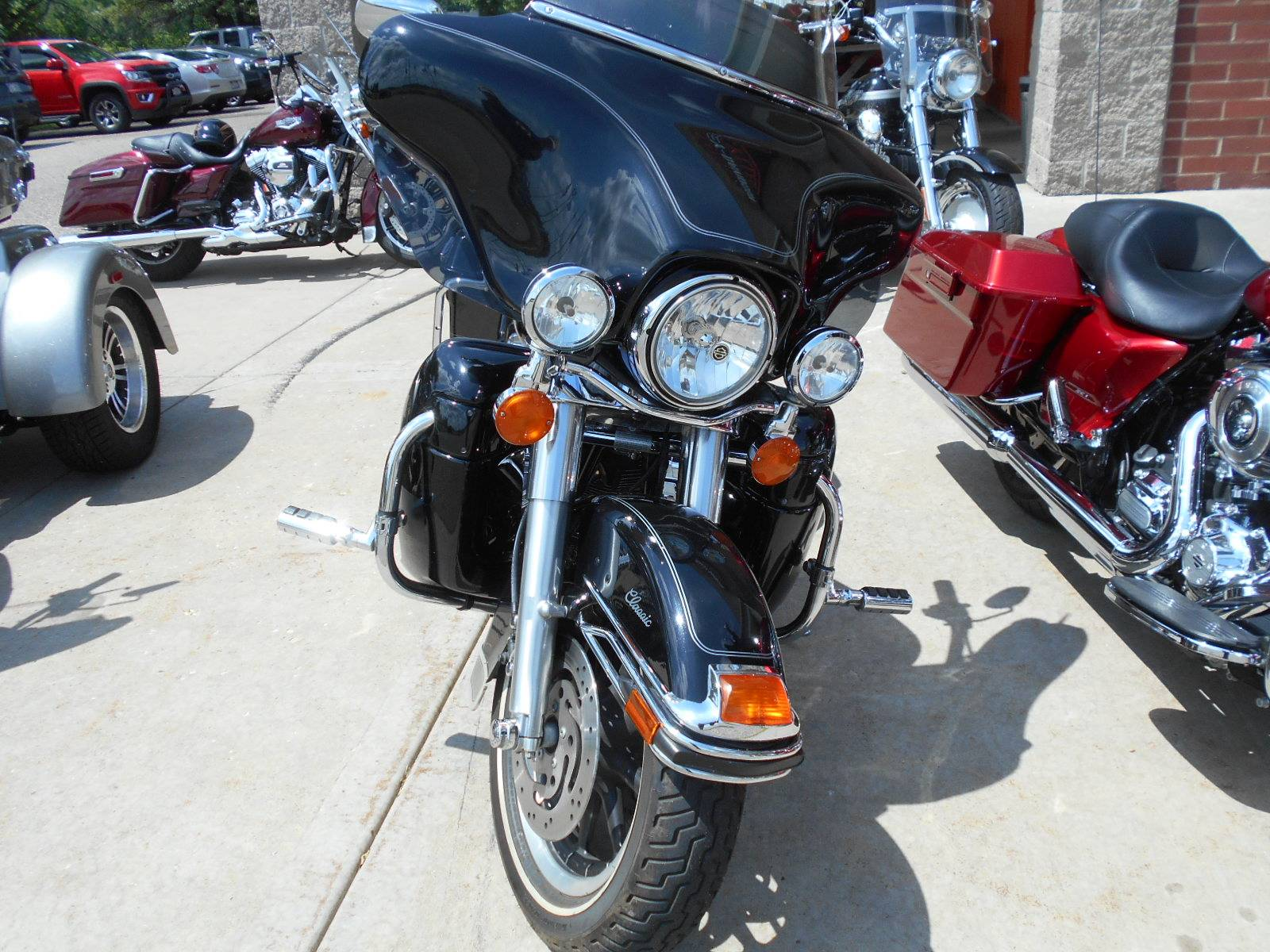 2005 Harley-Davidson FLHTC/FLHTCI Electra Glide® Classic in Mauston, Wisconsin - Photo 4