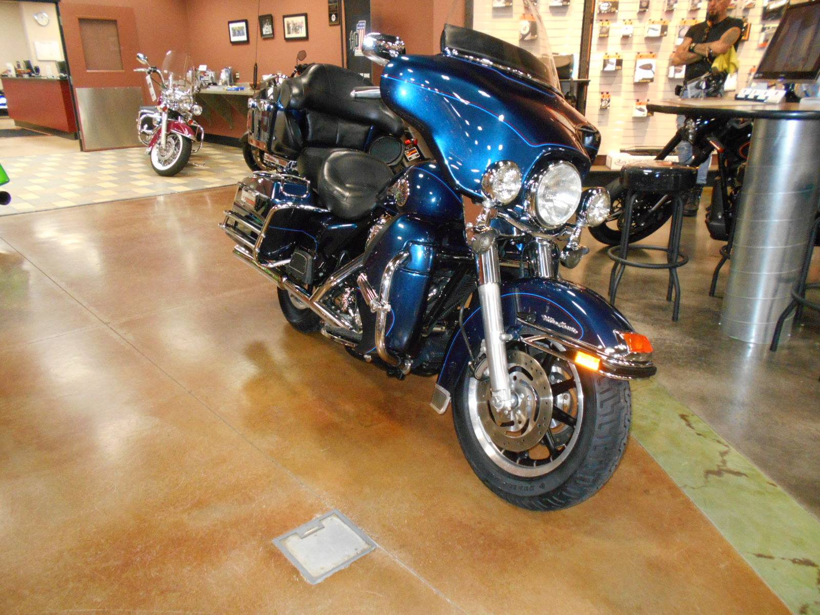 2004 Harley-Davidson FLHTCUI Ultra Classic® Electra Glide® in Mauston, Wisconsin - Photo 4