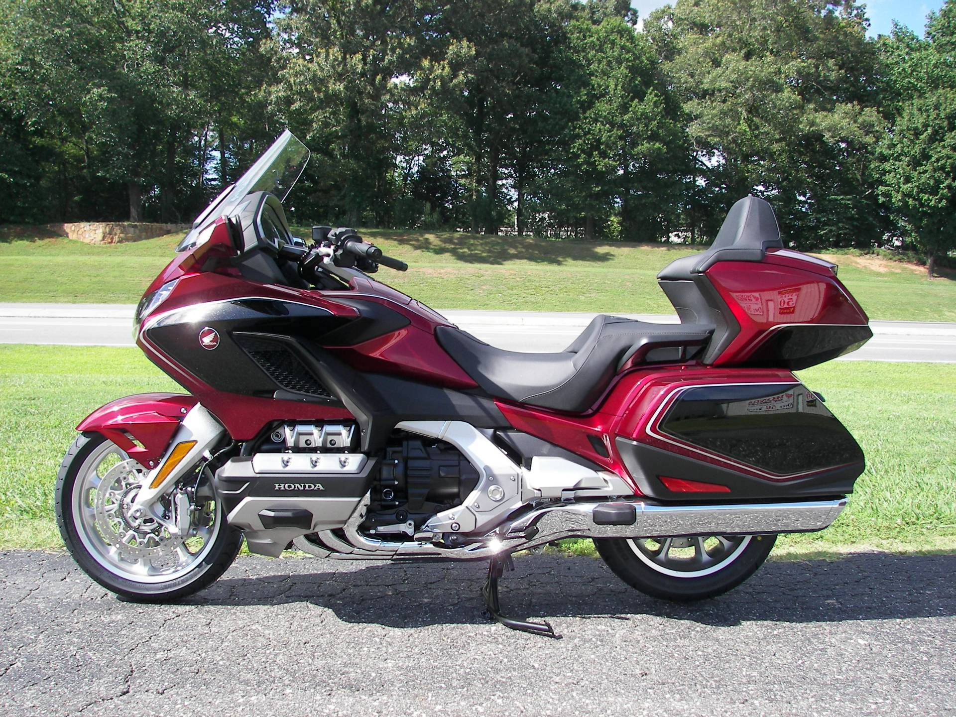 2020 Honda Gold Wing Tour in Shelby, North Carolina - Photo 2