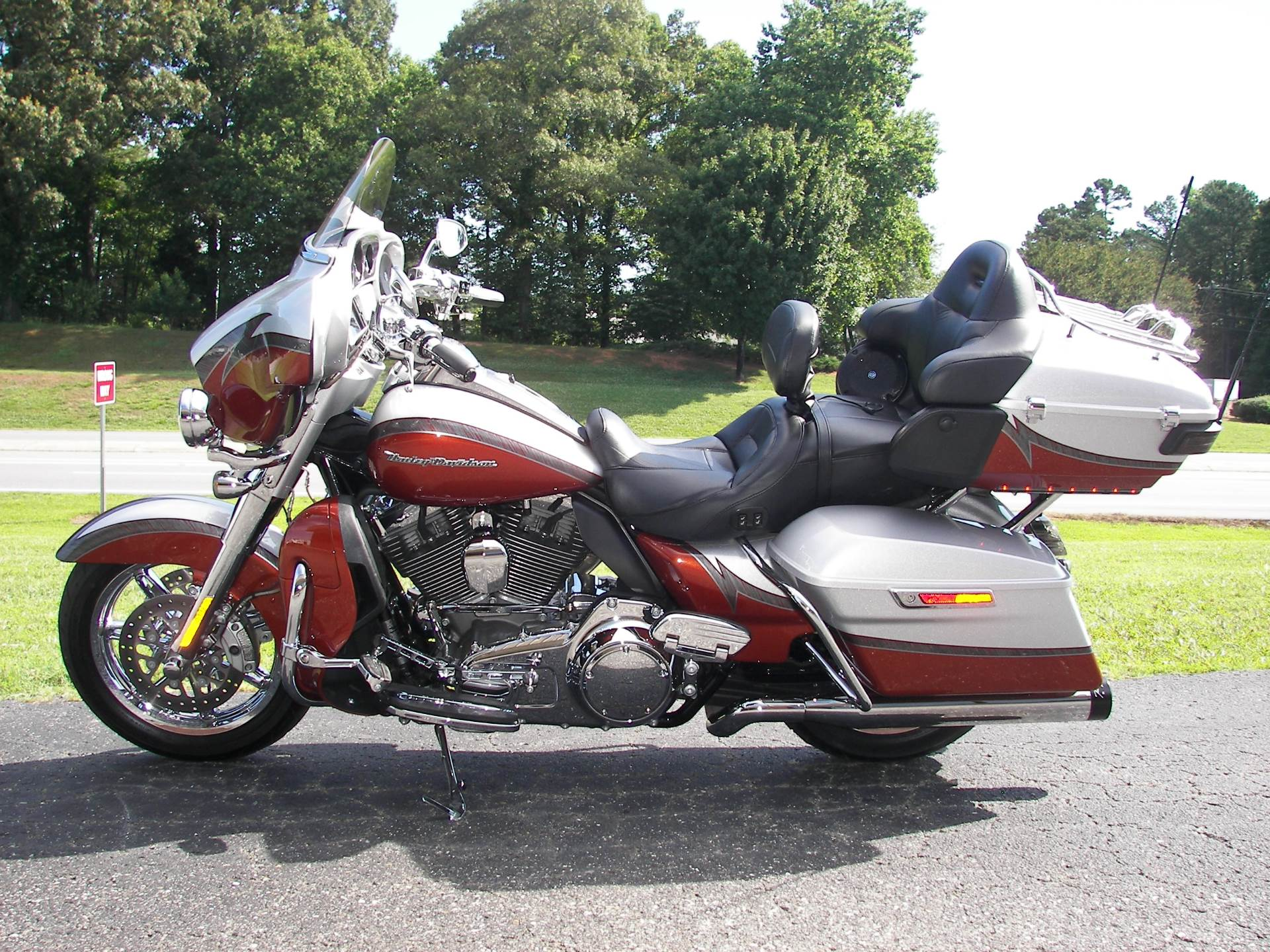 2014 Harley-Davidson CVO™ Limited in Shelby, North Carolina - Photo 2