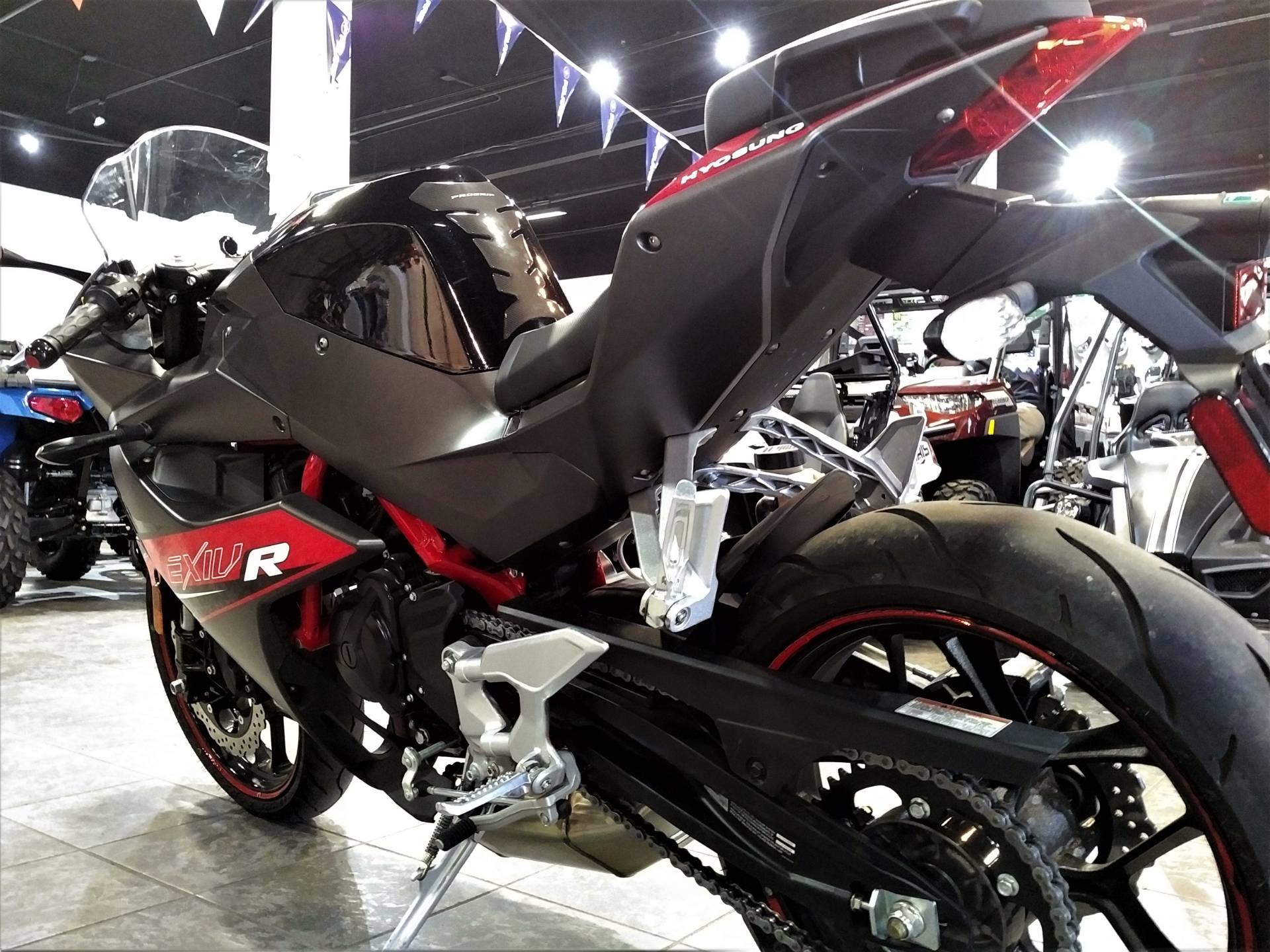 2017 Hyosung GD250R in Salinas, California - Photo 7