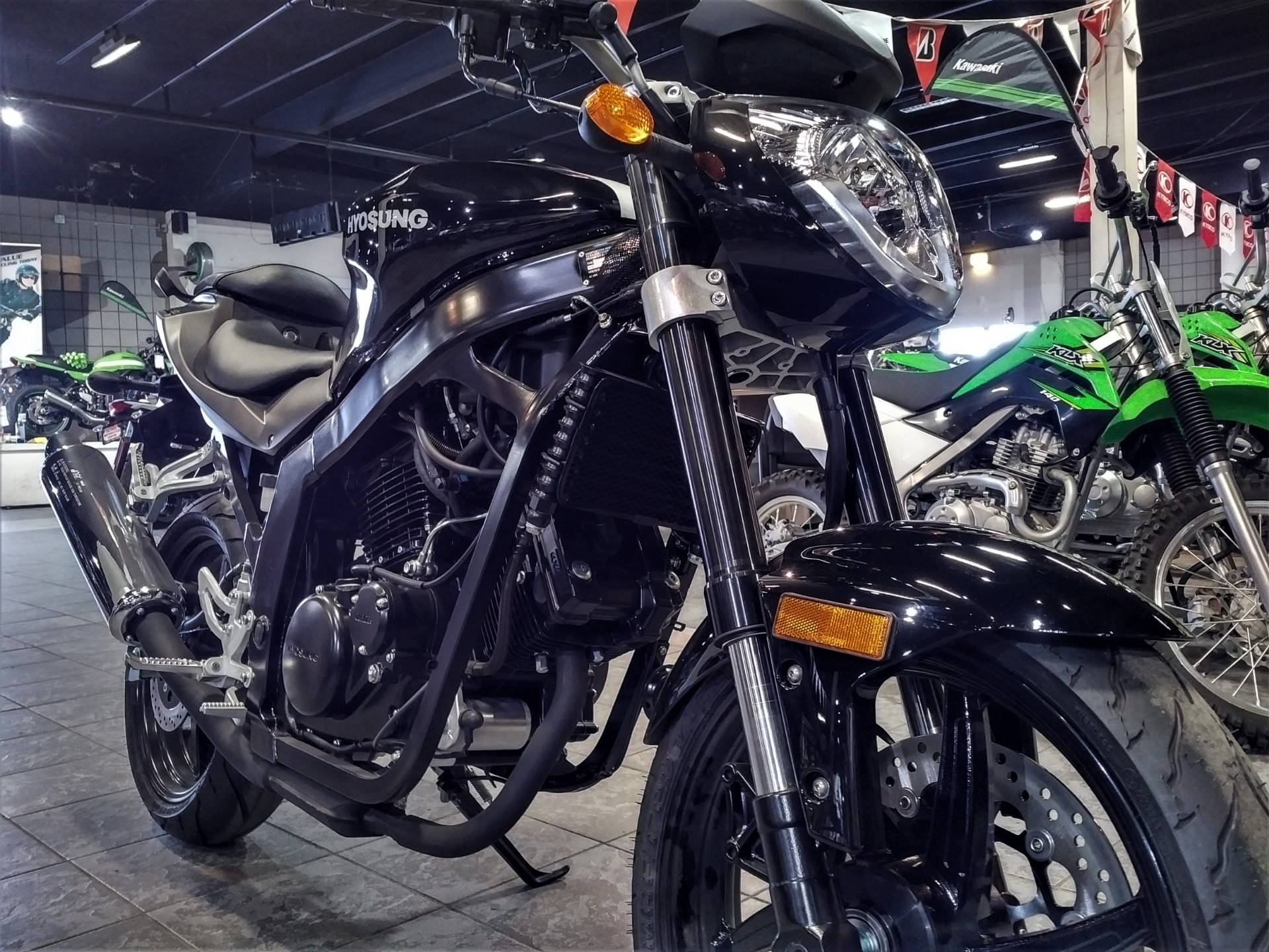 2016 Hyosung GT250 in Salinas, California - Photo 4