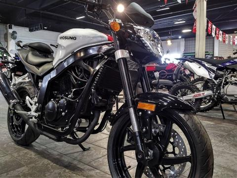 2017 Hyosung GT250 in Salinas, California - Photo 4